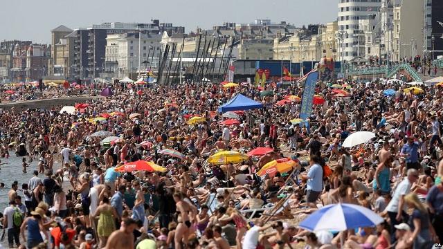 O verão chegou! Conheça as praias famosas do Reino Unido