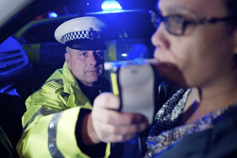 Limite de bebida para quem dirige será mantido na Inglaterra