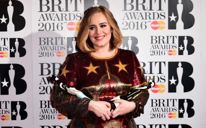 Em Londres, Adele domina premiação do Brit Awards