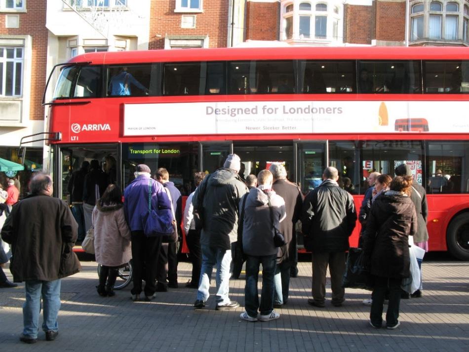 Velocidade média dos ônibus em Londres fica abaixo dos 15 km/h
