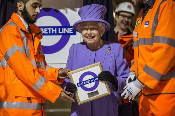 Nova linha de trem de Londres homenageia a Rainha
