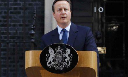 Líder da campanha para ficar na UE, primeiro-ministro David Cameron renuncia