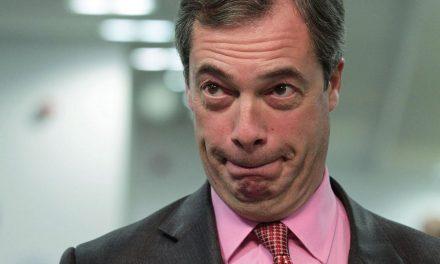 Nigel Farage, líder do partido Ukip, renuncia ao cargo