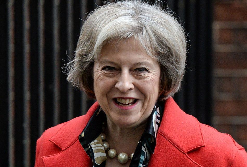 Concorrente desiste, e Theresa May assumirá lugar de Cameron na quarta-feira