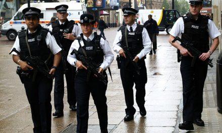 Polícia aumenta efetivo armado nas ruas de Londres
