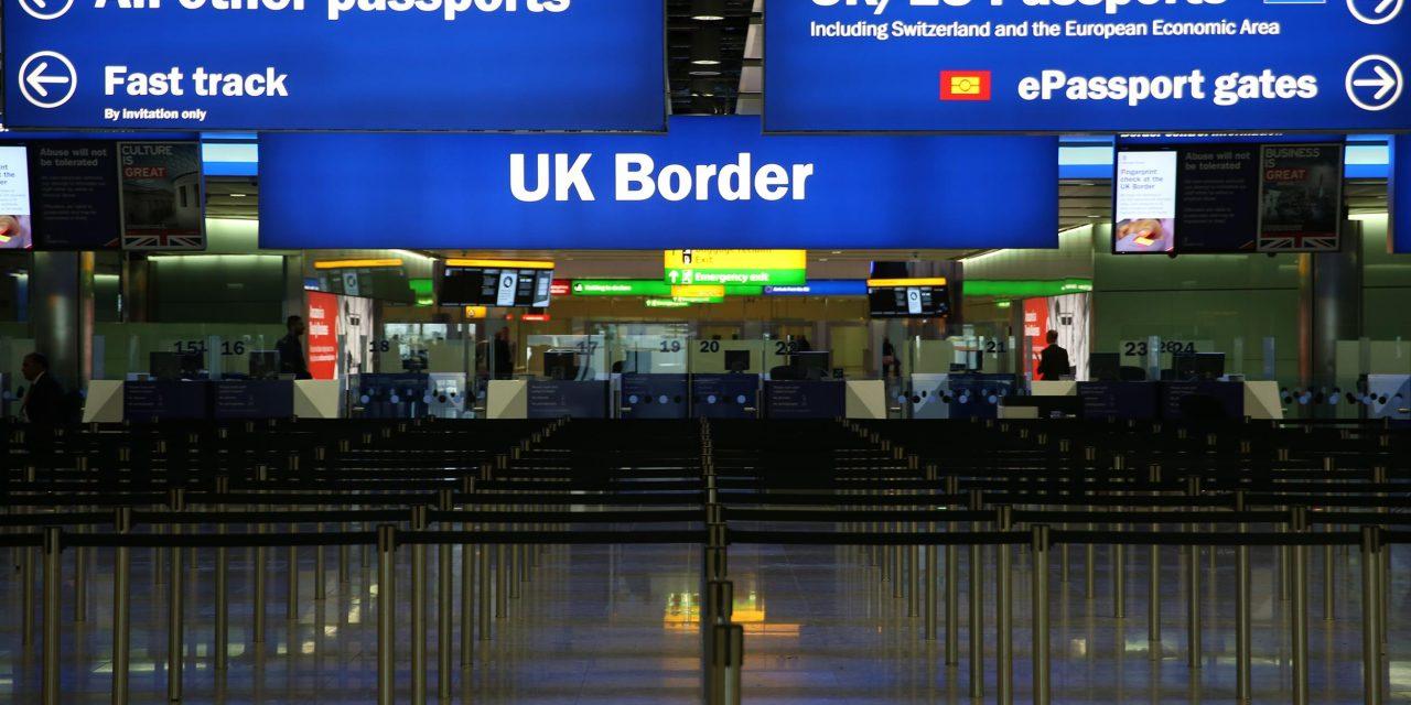 Número de imigrantes continua em alta no Reino Unido