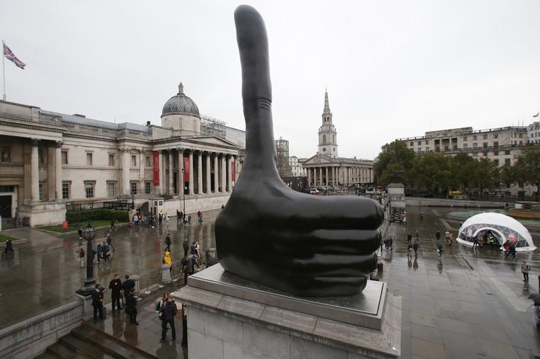 Nova estátua na Trafalgar Square gera polêmica