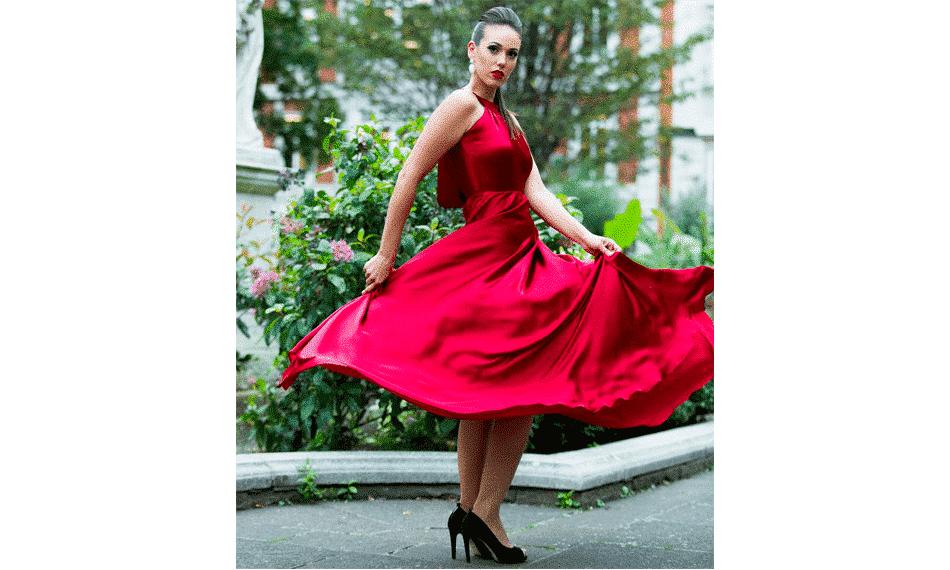Brasileira apresenta coleção de gala na London Fashion Week
