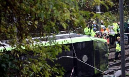 Bonde descarrilha e mata sete em Londres