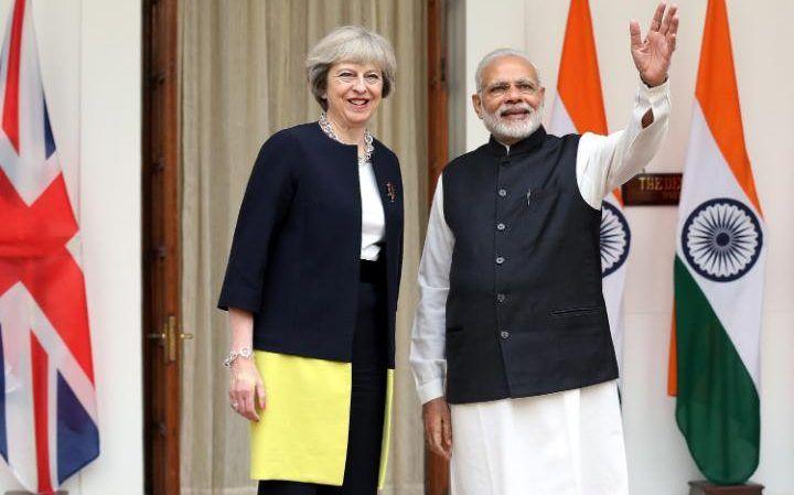 Primeira-ministra britânica visita Índia para preparar o pós-Brexit
