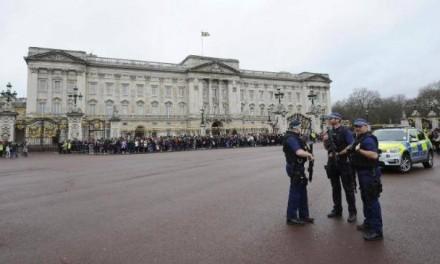 Segurança no Palácio de Buckingham é reforçada após atentado em Berlim
