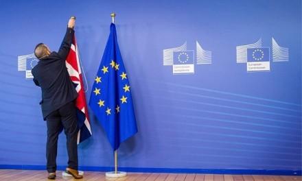 Londres aceita divulgar plano para Brexit, mas pede que parlamento respeite cronograma