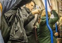 metro lotado em londres