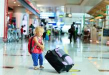 viajar de aviao com crianca
